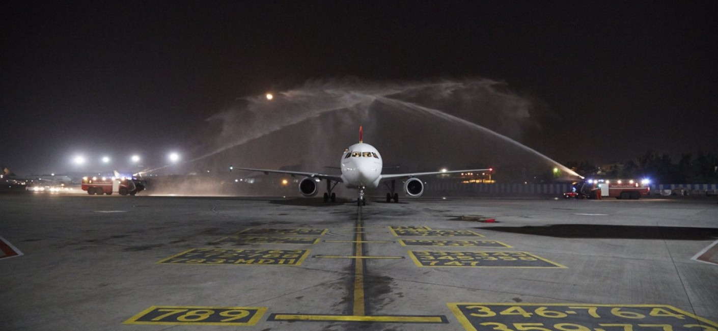 Air Seychelles' historic first flight to Mumbai, HM 260, is greeted by a traditional water cannon salute