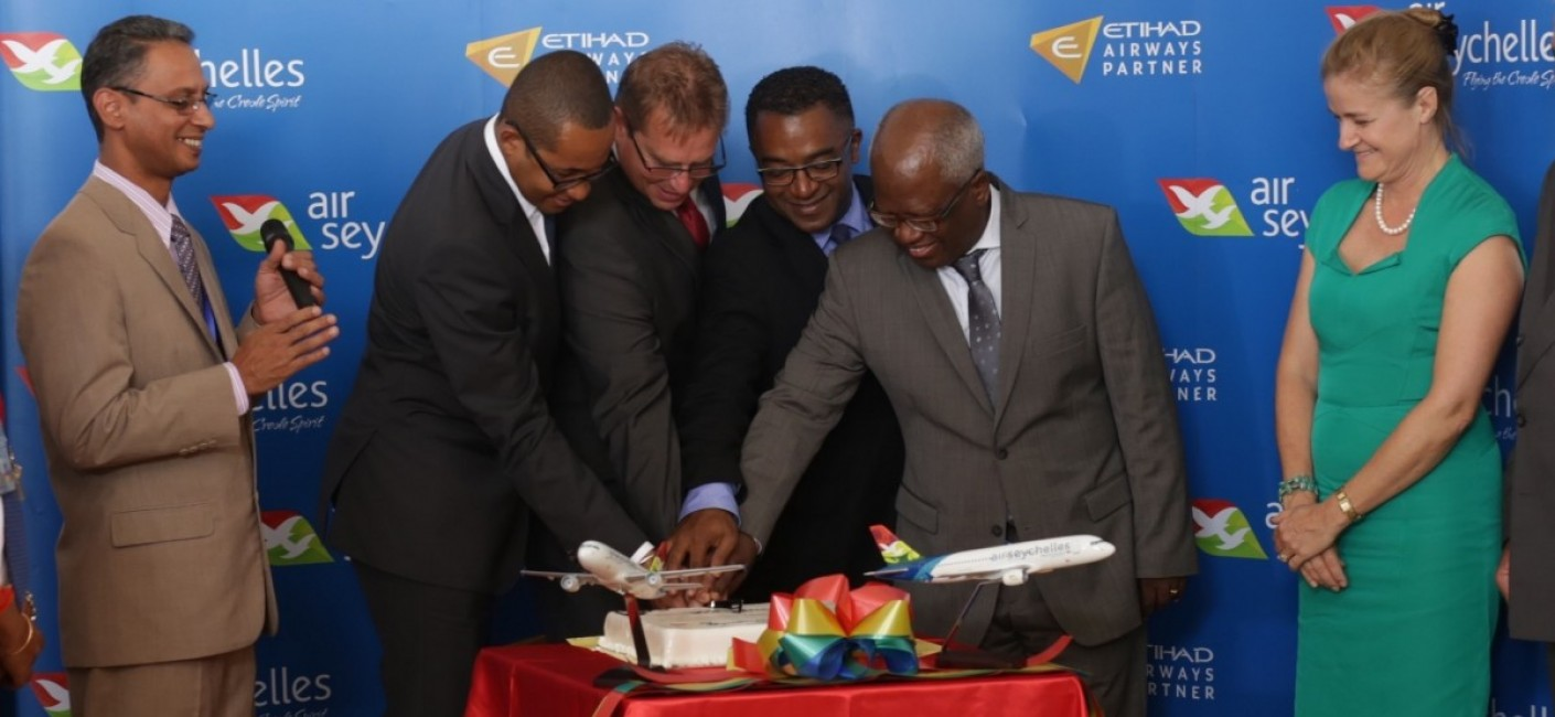 Honouring Malagasy tradition, Minister of Transport, Ulrich Andriatana; Justin Gosling, Air Seychelles' General Manager Commercial; Alan Renaud, Air Seychelles' General Manager Corporate Affairs and Madagascar's Minister of Tourism, Benjamina Ramanantsoa, participate in a cake-cutting ceremony